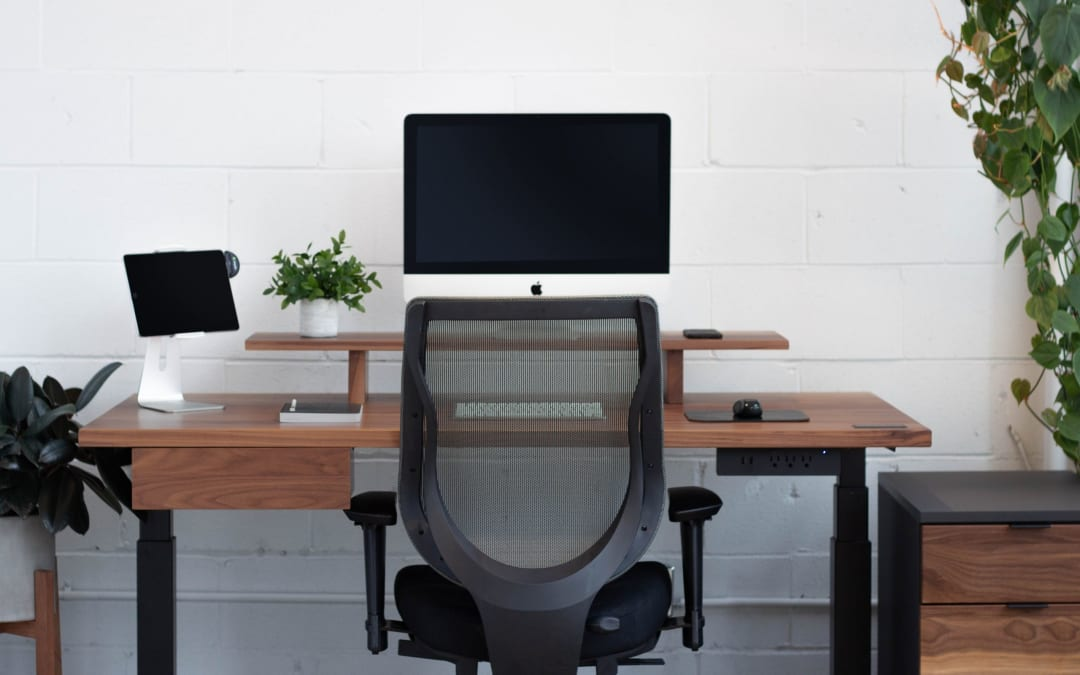 How to Choose Between Desk Converters vs. Full Standing Desks