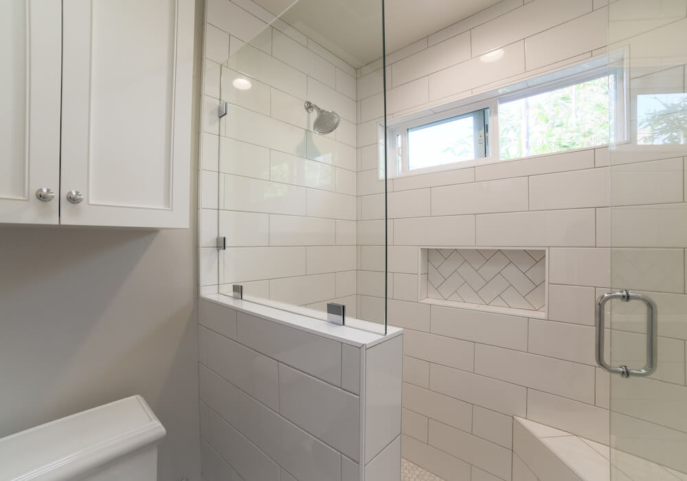 image of white bathroom with minimal grout lines
