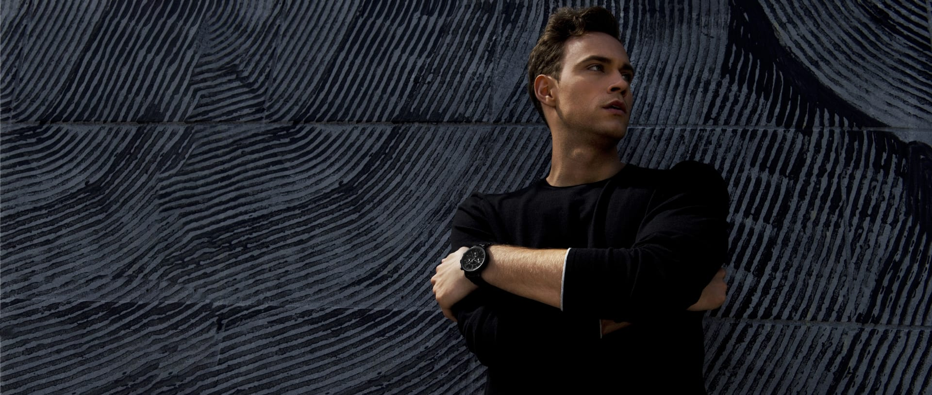 DAVIDOFF watches model in front of dark wall