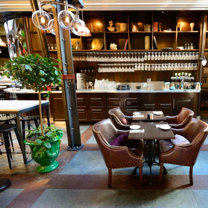 Lounge Bar Café