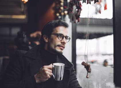 Man drinking DAVIDOFF Café