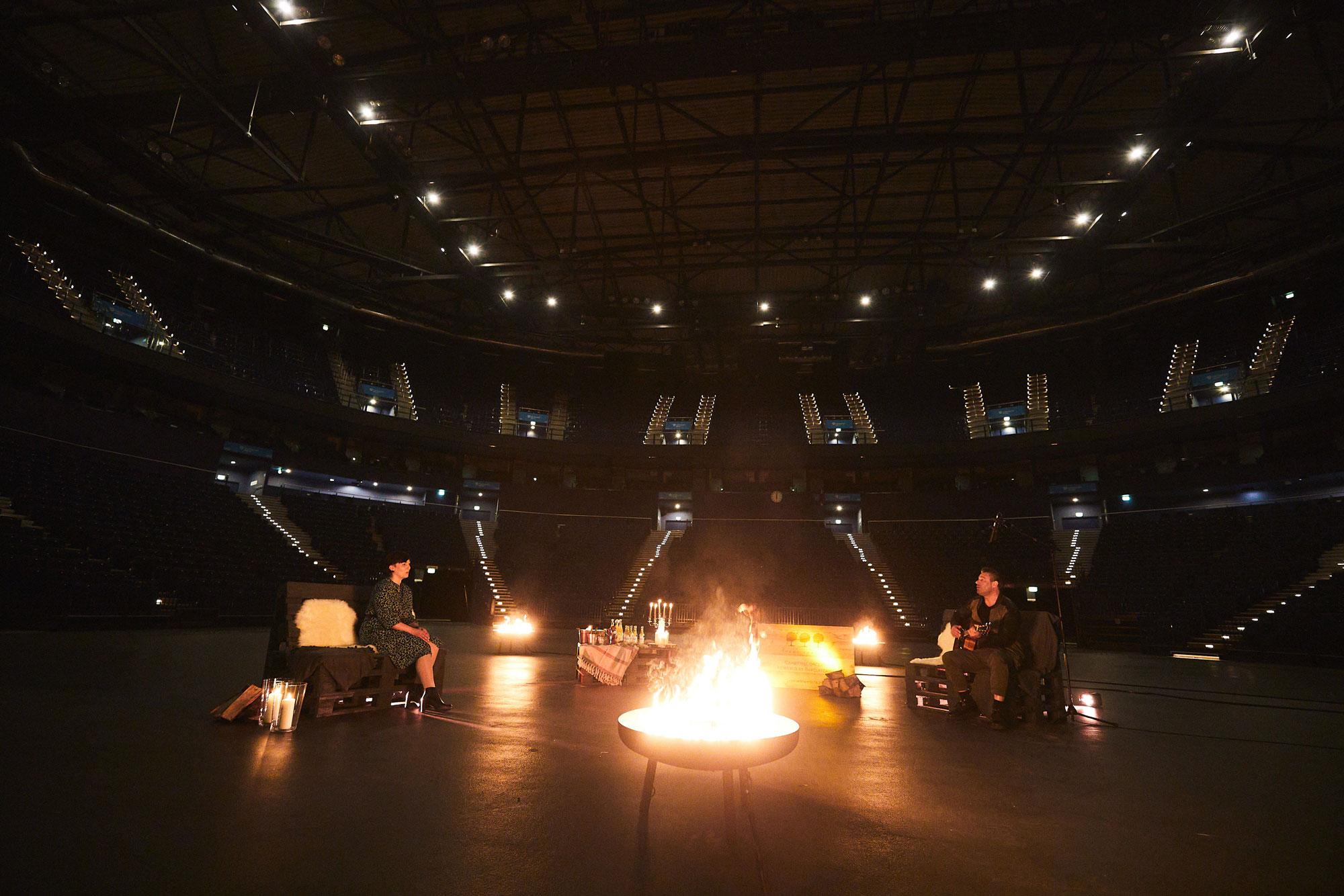 """FAME FOREST """"CampFireConcert"""" - Sasha setzt Zeichen gegen die Stille in der Barclaycard Arena"""