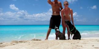 couple on the beach, travel blog interviews Zizoo