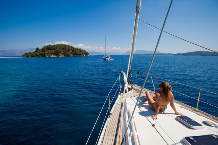 Girl on a yacht Zizoo boats
