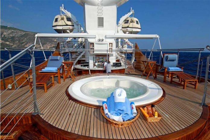 Christina O luxury yacht