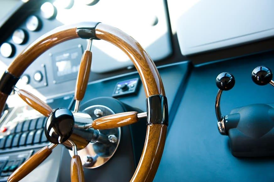Welche Papiere braucht man, um eine Segelyacht zu chartern