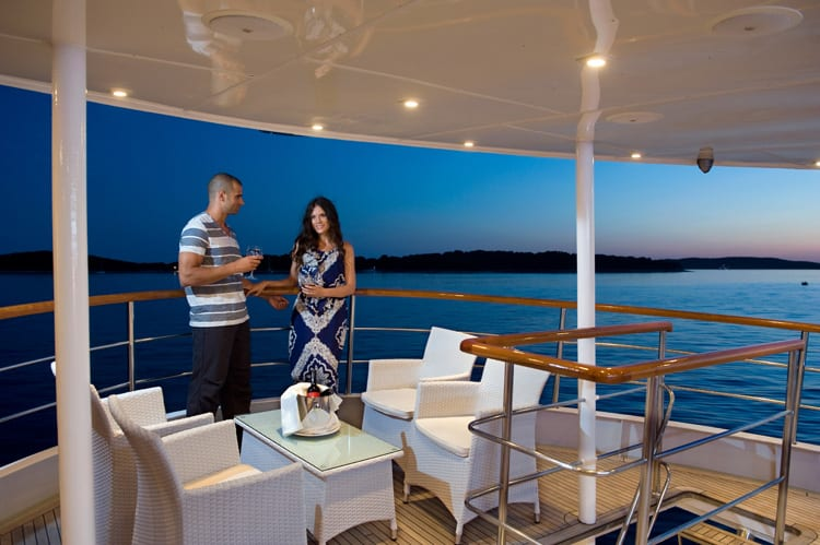Rent a luxury yacht charter