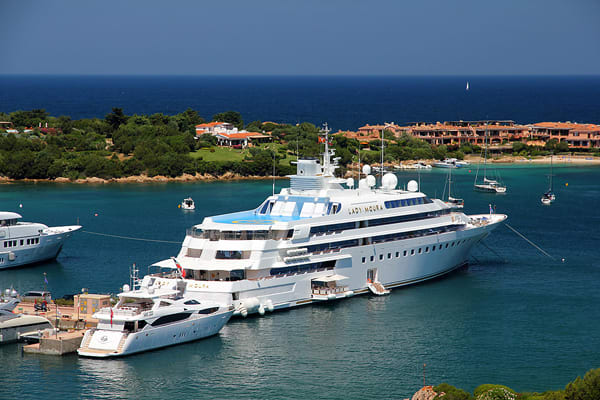 ladymoura luxury yacht in the world