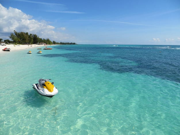 travelling from Florida to the Bahamas by boat