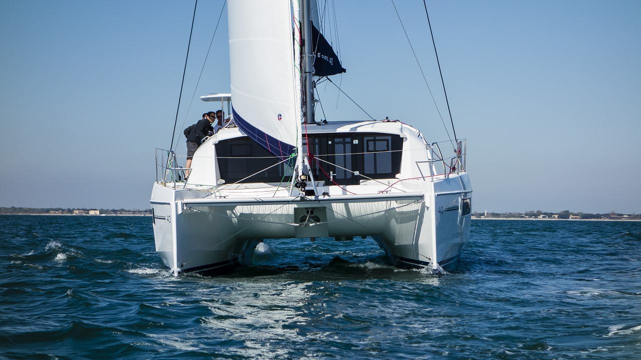 catamaran-737721_1280