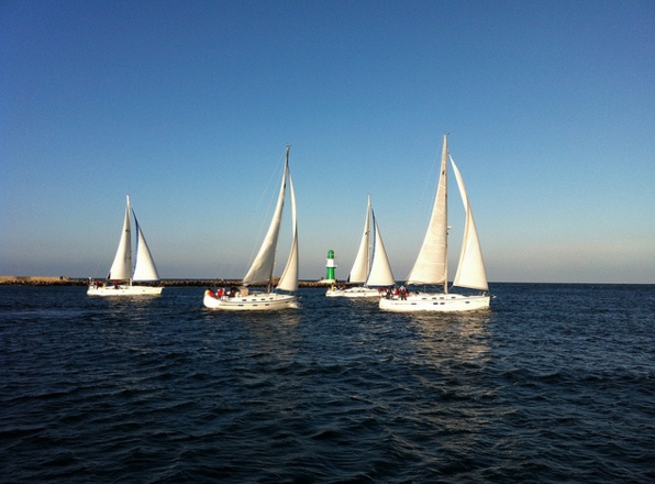 racer yacht by Luca Brenta