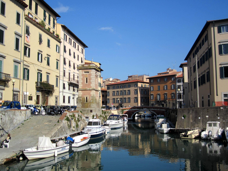 sailing holiday in tuscany