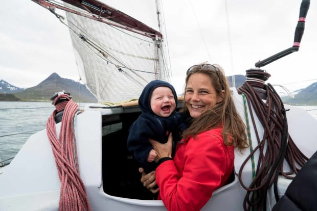 mother and baby sailing boat Zizoo